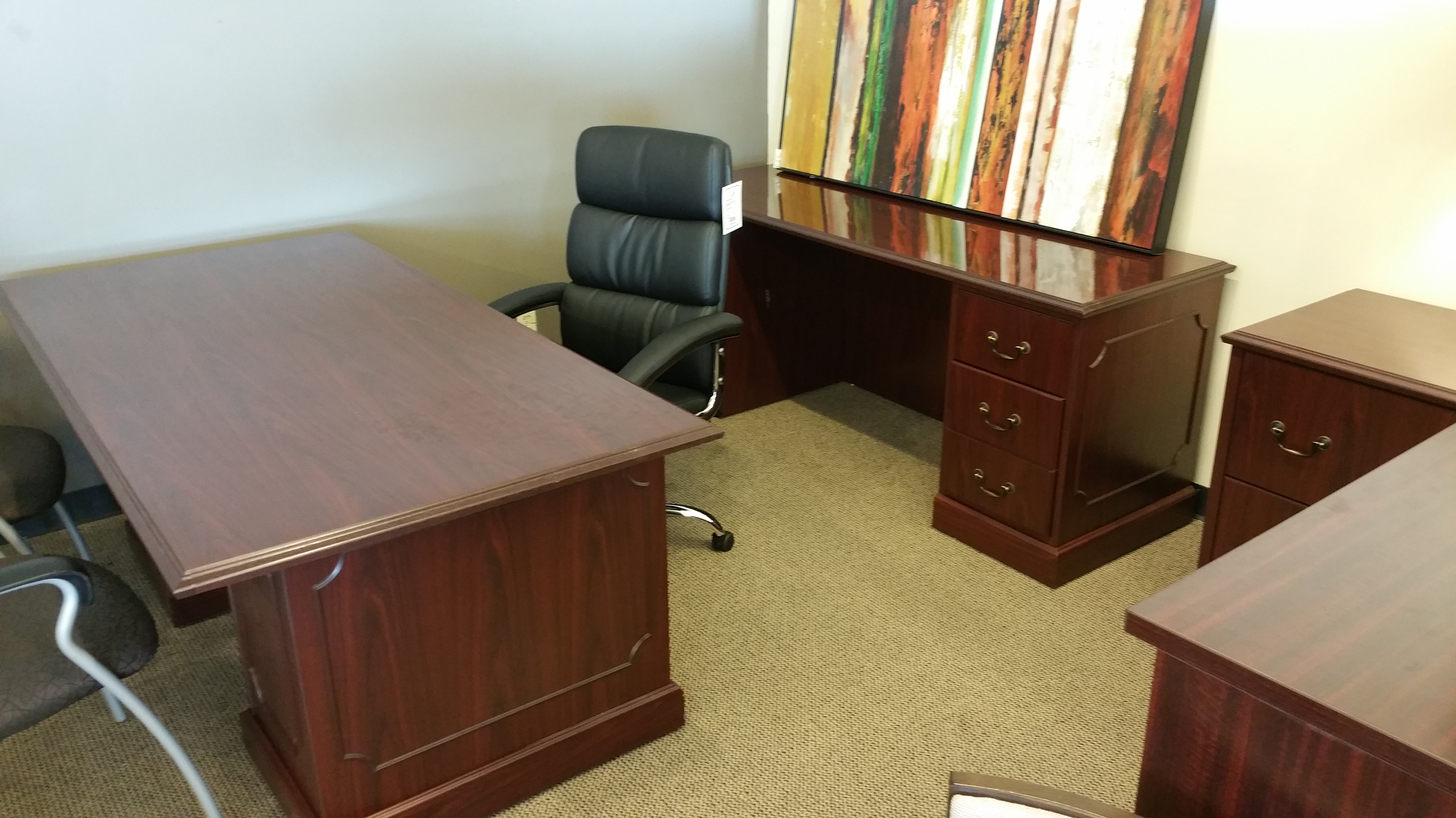 Beautiful Pre Owned Hon Traditional Desk And Credenza Set In Espresso Finish The Feature 2 File Box Pedestals Each For Plenty Of Filing